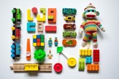Bagaimana Caranya Memilih Jenis Mainan Terbaik untuk Perkembangan Otak Anak?