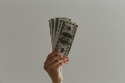 Bekerja Demi Uang, Kerja Keras untuk Diakui dan Dihargai