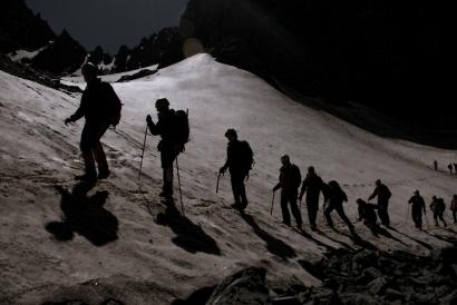 Tips Teknik Berjalan Mendaki dan Turun Gunung