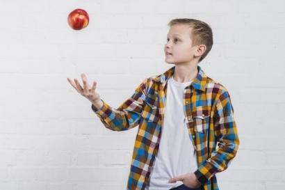 """Melihat Permainan """"Juggling"""" sebagai Peristiwa Menarik dalam Gerak Lurus Berubah Beraturan Menurut Ilmu Fisika"""