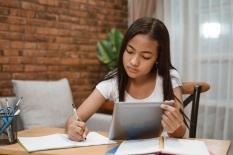 Satu Tahun Berlalu, Pembelajaran Jarak Jauh Masih Menyimpan Kendala