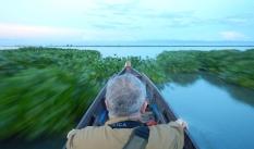Membelah Danau Tempe, Menyaksikan Sisa Kehadiran Para Pelintas Samudra