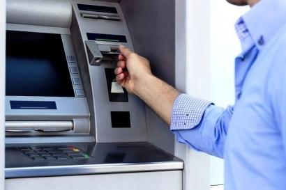 Kartu ATM Tertelan Mesin? Jangan Panik, Lakukan Hal Ini!
