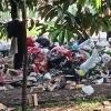 Memilih dan Memilah Serapah di Antara Sampah