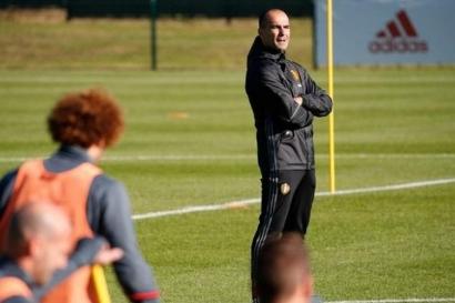 Menimbang Kans Roberto Martinez Bila Koeman Didepak Barcelona