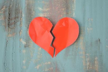 Seni Menikmati Patah Hati