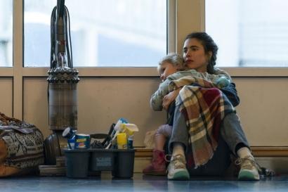 """Jatuh Bangun Single Mother Merangkap Pembantu di USA dalam Serial """"Maid"""""""