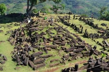 Hasil gambar untuk 9. Bangunan Situs Gunung Padang