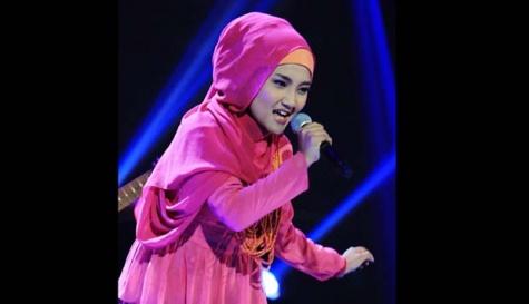 Fatin dan Novita Dewi: Pertandingan antara Siswa dan Sarjana