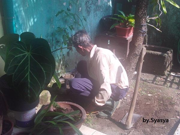 Inilah Semangat Kerja Mbah Kardi Sebagai Petugas Kebersihan