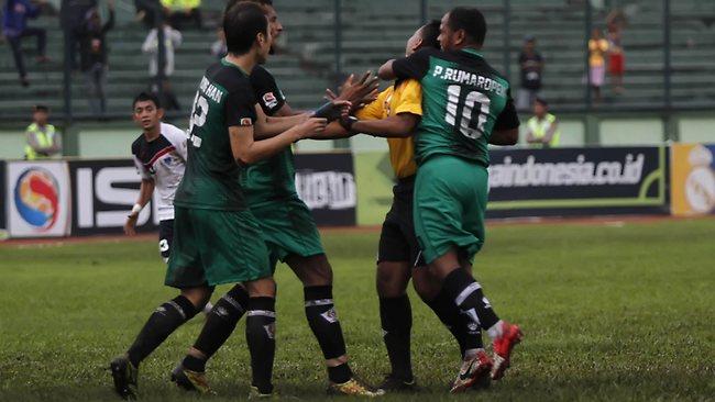 Aksi Rumaropen dan Arti Sebuah Kejujuran dalam Sepakbola Indonesia.