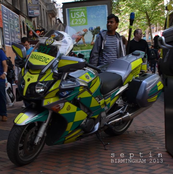 Ambulans Sepeda Motor Beroperasi di Inggris