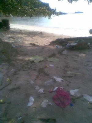 Jangan Datang Pagi ke Pantai Trikora Tiga Pulau Bintan