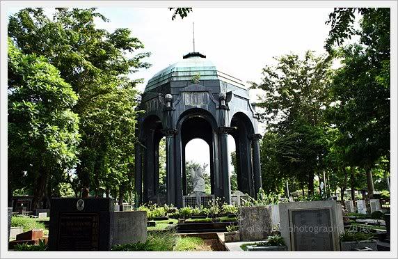 Melihat dari Dekat Mausoleum O.G Khouw