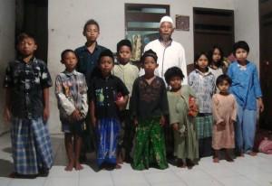 Salut, Bisa Berbagi dengan Puluhan Anak Yatim dan Fakir