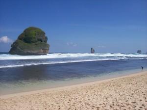 Pantai Goa Cina : Keindahan Alam yang Mulai Tersentuh