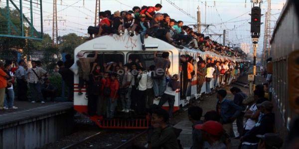 Banyak Cinta di KRL Antara Stasiun Depok-Kota