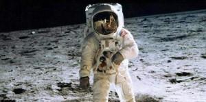 Pendaratan Amstrong di Bulan Kebohongan Amerika?