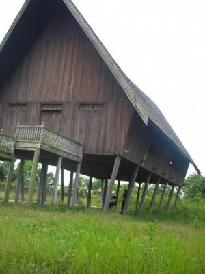 Desa Dayak Pasir Panjang (Bertahan di Arus Masyarakat Transmigran)