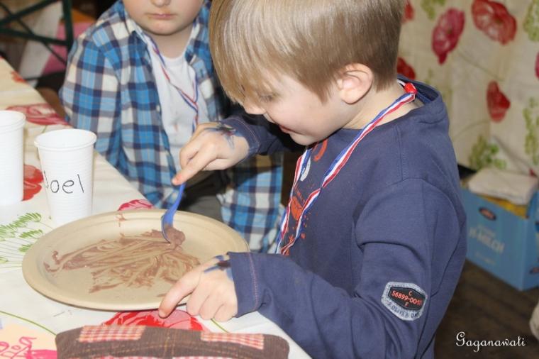 Mengawasi Bahasa Anak-anak di Rumah