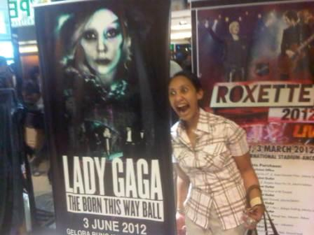 Tanpa Lady Gaga pun, Singapura Mengeruk Keuntungan Terbesar Dari Bangsa Indonesia