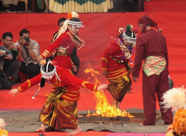"Gunung ""KERINCI"" Tertinggi Di Sumatera dan Kebudayaan Masyarakat Kerinci"
