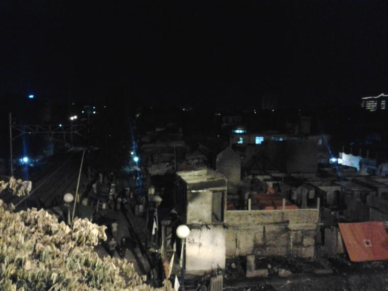 Sahur di Bawah Reruntuhan Puing Kebakaran