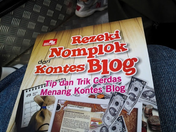 Rezeki Nomplok dari Kontes Blog, Buku Wajib Lomba Blog