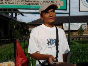 Pelajaran Berharga Dari Pak Ikhsan, Penjual Kerupuk Tuna Netra
