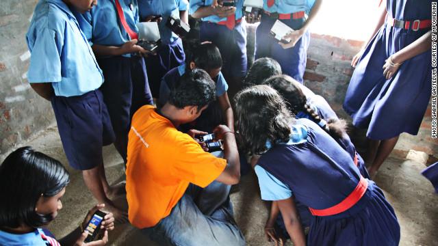 Teknologi Mobile Mengatasi Kemiskinan