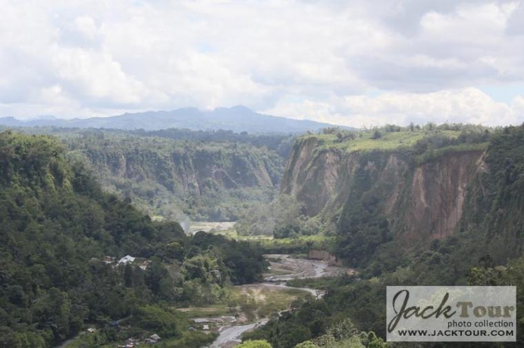 Lembah Raksasa Ngarai Sianok