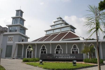 Dr. Hj. Ema Marhumah, M. Pd Penceramah Tarawih di Masjid UIN Sunan Kalijaga (29/07)