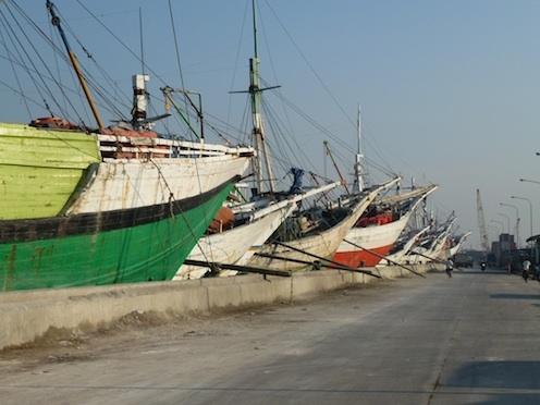 Berjalan-jalan ke Pelabuhan Sunda Kelapa dan Sekitarnya