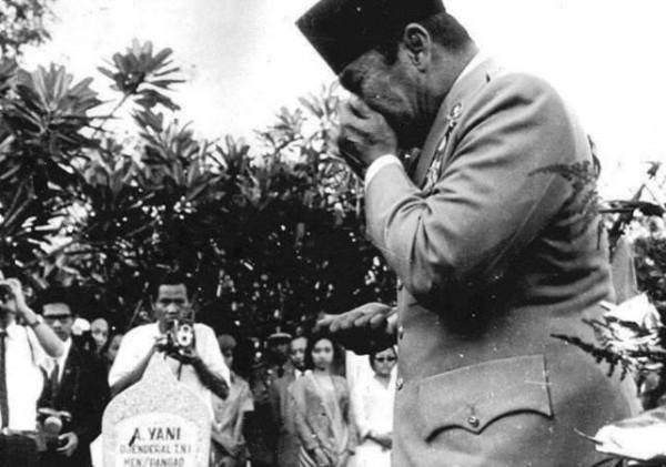 Bambang Widjanaro, Pengkhianat Bung Karno?