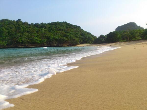 Keindahan pantai clungub