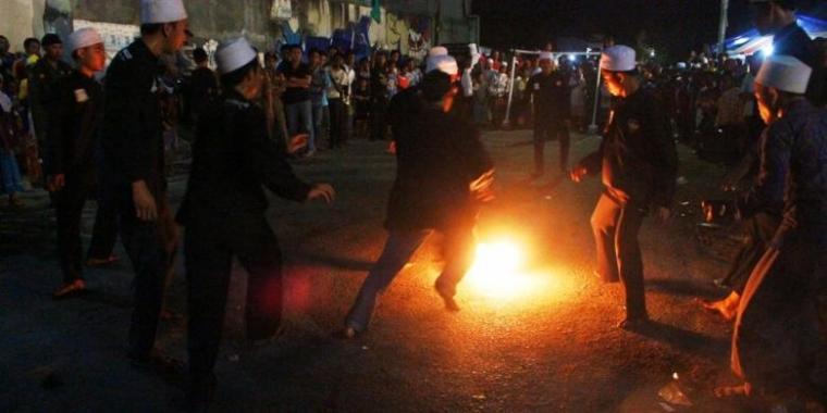 """Jokowi Cerdik Membiarkan """"Bola Panas BG"""" Dioper ke sana-sini sampai Nyala Api Redup Sendiri"""