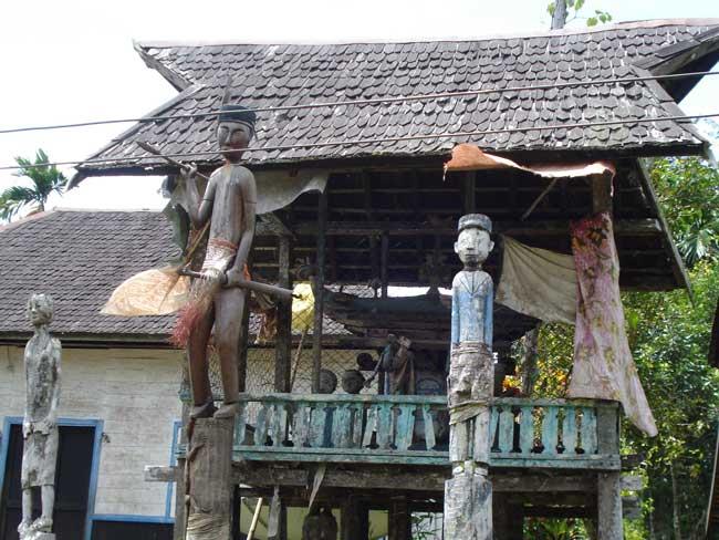Sandung: Saksi Bisu Ritual Kematian Suku Dayak