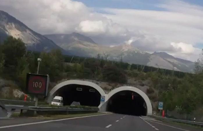Menuju ke 'Perut Bumi' : Terowongan di Swiss