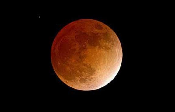 Gerhana Bulan Total 15 April 2014 dan Letusan Gunung Kelud